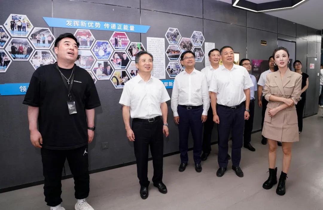 杭州市委书记周江勇走进谦寻,调研推进新消费工作